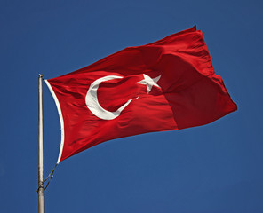 yukarı esen Türk bayrağı