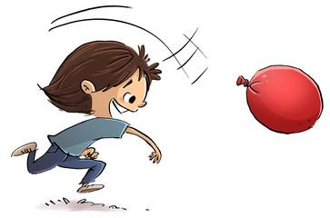 niño jugando con globo de agua