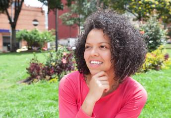 Träumende junge Frau aus Kolumbien