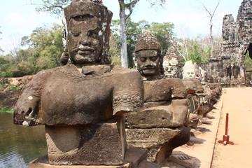 Statue Naga ad Angkor