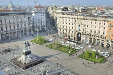 Milano Piazza del Duomo monumento Vittorio Emanuele