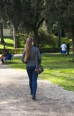 Ragazza al parco