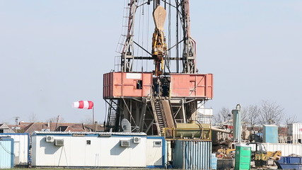 land oil drilling rig with workers