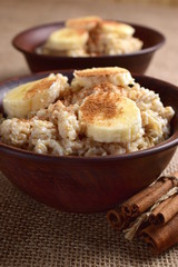Oatmeal with banana and cinnamon