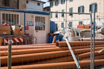 Cantiere lavori in corso, tubazioni, tubi