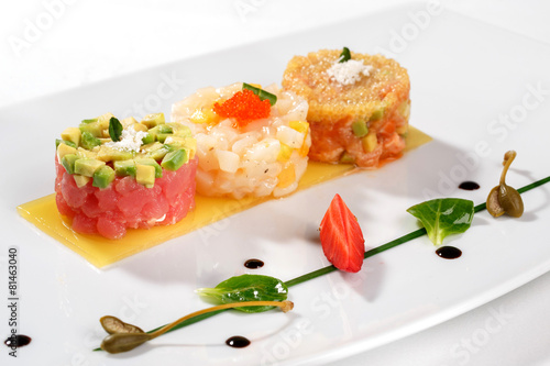 Papiers peints Entree, salade Tartar with tuna fish