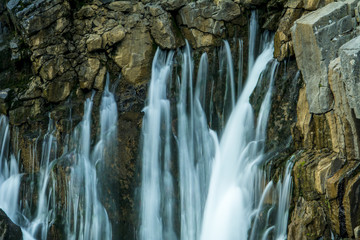 kayadan patlayan sular