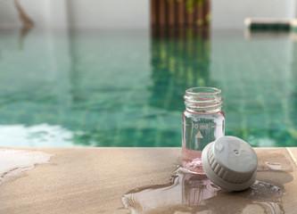 Swimming pool water chlorine testing