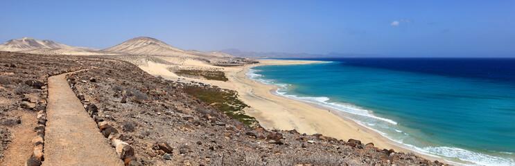 panoramique de la côte de l'île de fuerteventura