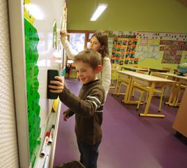 ecole primaire - enfants au tableau