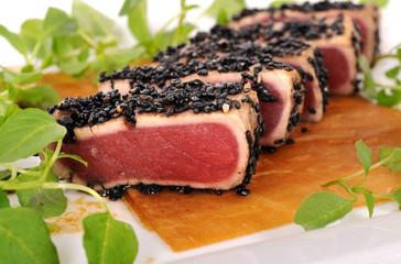 Seared tuna salad closeup