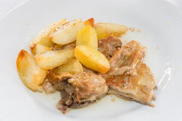 Capretto con patate arrosto