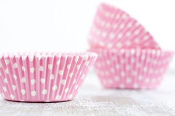 pink polka dot paper baking cups