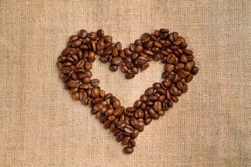 Символ сердце из кофейных зерен
