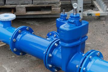 changing broken water pipe