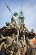 Leinwanddruck Bild - Neptunbrunnen mit Marienkirche auf dem Alexanderplatz, Berlin