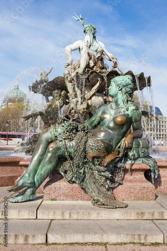 Leinwanddruck Bild Neptunbrunnen auf dem Alexanderplatz in Berlin, Deutschland