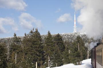 Brocken mit Brockenbahn Harz im Winter mit Schnee