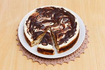 Cheesecake with chocolate and raisins