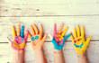 Leinwanddruck Bild - bunte Kinderhände  mit Gesicht