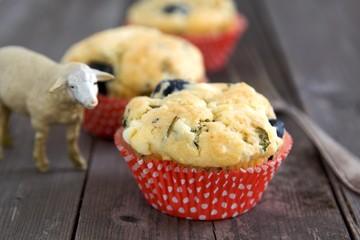 Muffins mit Schafskäse und Oliven
