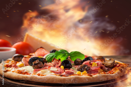 Foto op Plexiglas Kruidenierswinkel Delicious italian pizza served on wooden table