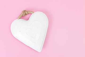 hintergrund  rosa mit weißem Herz