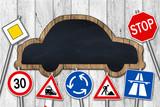 Auto Tafel mit Verkehrsschildern