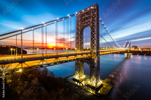Staande foto Brug George Washington Bridge at sunrise