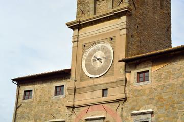 Particolare dell'orologio della torre di Cortona