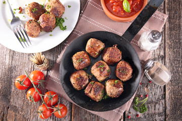 meatballs and tomato sauce
