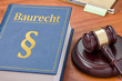 Leinwanddruck Bild - Gesetzbuch mit Richterhammer - Baurecht