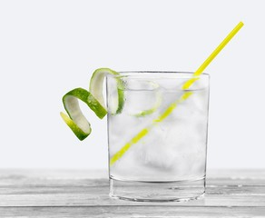 Gin. Cocktails on white: Gin and Tonic.