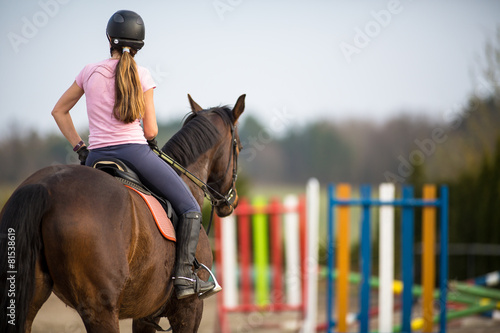 Poster Paardensport Young woman show jumping with horse