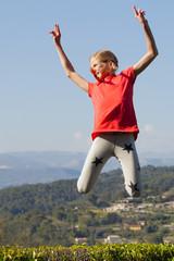 Jump! Mädchen am Trampolin