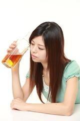 アルコール依存の女性