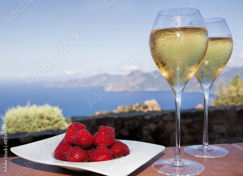 Papiers peints Cocktail romantic drink in corsica with strawberries and white wine