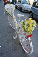 bicicletta bianca cuore