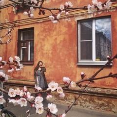 весна и девушка