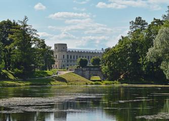 Вид с озера на Карпин мост и дворец в Гатчине.