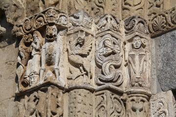 Pavia; San Michele: capitello del portale centrale