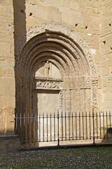 Pavia; San Michele: portale lato sud