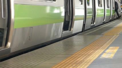 大都会東京 駅のホーム イメージ タイムラプス