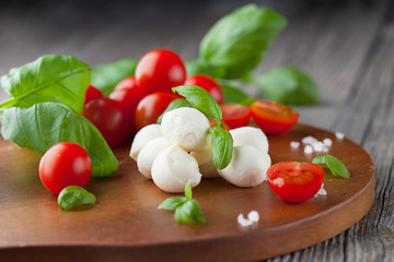 Cherry tomatoes with mozzarella