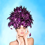 Fototapety The girl in her hair flower petals