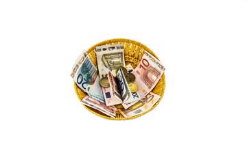 Korb mit Geld aus Spenden
