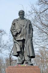 Памятник Александру Твардовскому на Страстном бульваре в Москве