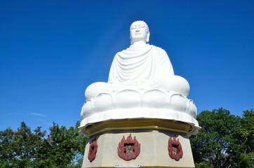 Название Белый Будда. Пагода Лонгшон, Нячанг, Вьетнам