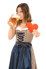 hübsche Frau liebt Bier