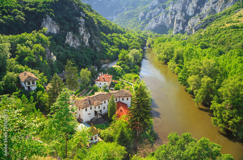 Papiers peints Europe de l Est The monastery and the mountain